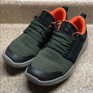 Under Armour 4Y Charge Sneakers